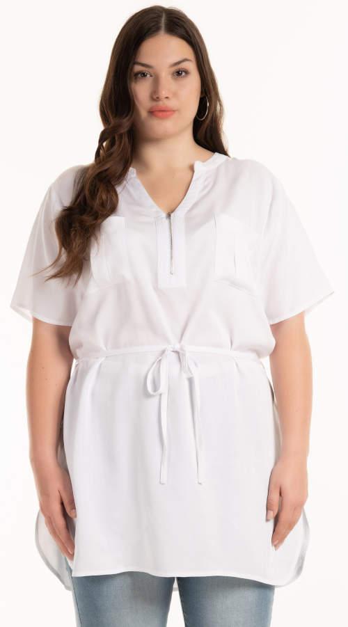Biela tunika pre plnoštíhle ženy so šnúrkou v páse