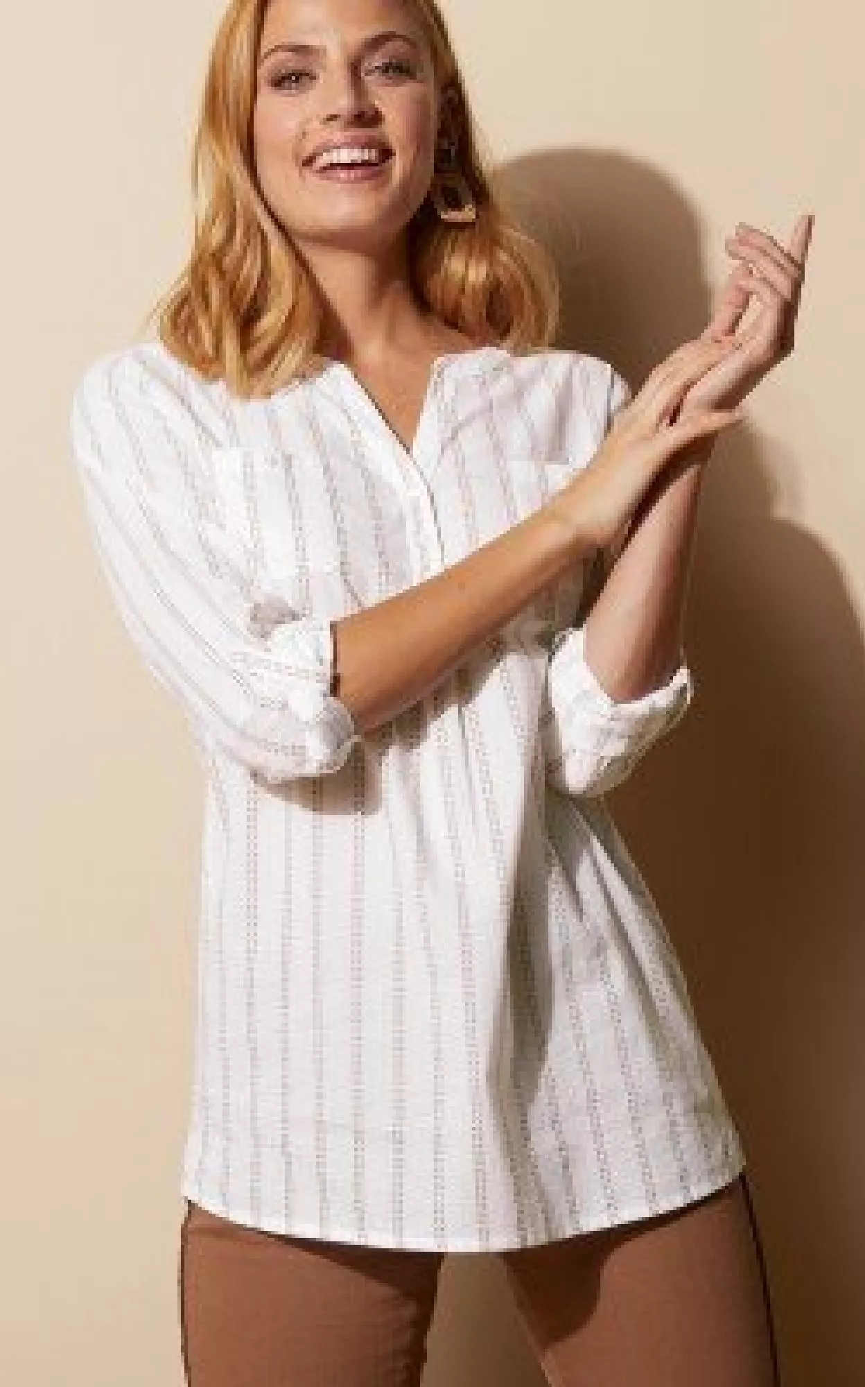 Biela pruhovaná košeľová blúzka s dlhými rukávmi