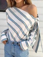 Pruhovaná tunika s jedným odhaleným ramenom
